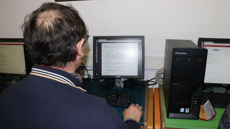 Les détenus du centre pénitentiaire de Caen ont accès aux cours de l'université via un web sécurisé.