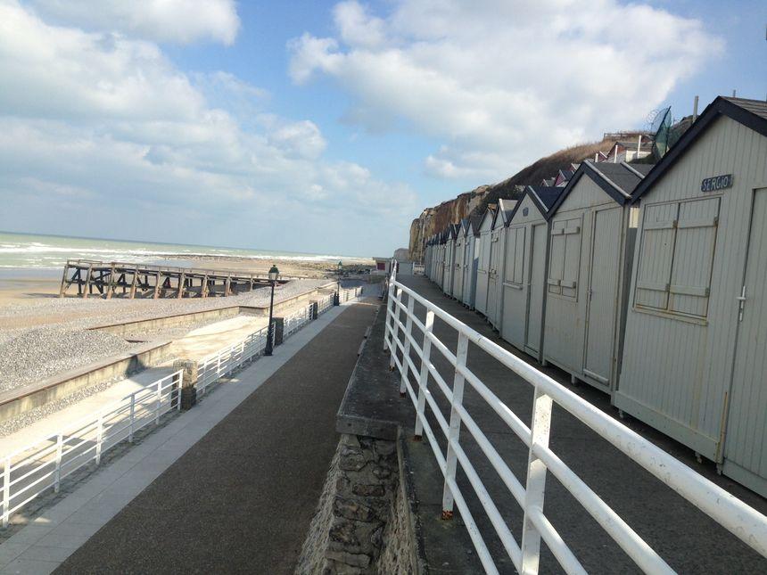 Les cabines de plage en front de mer à Veules-les-Roses