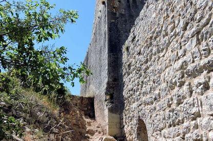 Castellas dans la vallée de Montoulieu