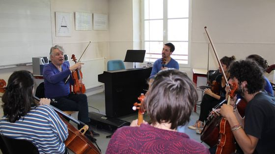 Didier Lockwood pendant un cours de violon au Centre des musiques Didier Lockwood de Dammarie-les-Lys (Seine-et-Marne)