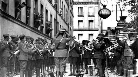 L'orchestre américain du 369e régiment d'infanterie, à Paris, en 1918