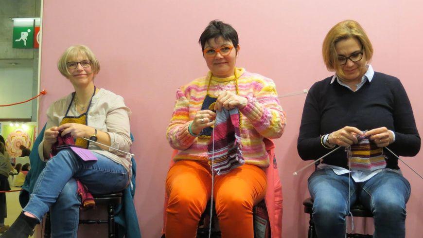 Catherine Bouënard (au centre) championne de France de tricot