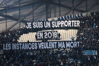 Les supporters de l'Olympique de Marseille manifestent leur mécontentement face aux mesures dont ils pourraient faire l'objet.