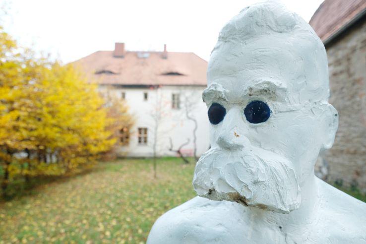 Statue de Friedrich Wilhelm Nietzsche (1844-1900) au mémorial Nietzsche de Roecken, où il est né, en Allemagne