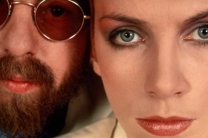Le duo Eurythmics, Annie Lennox et Dave Stewart, au cours d'une session photo à New York en 1983