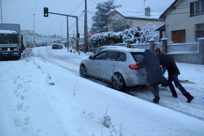 Dans l'Essonne, sur la route N118,  à Bièvres, des automobilistes ont poursuivi à pied (6 janvier 2018)