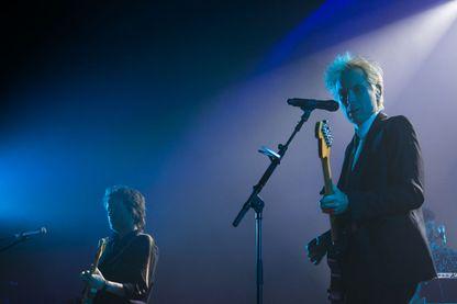 Dino Bardot (à gauche) and Alex Kapranos (à droite) du groupe Franz Ferdinand lors d'un concert à Dublin il y a quelques jours