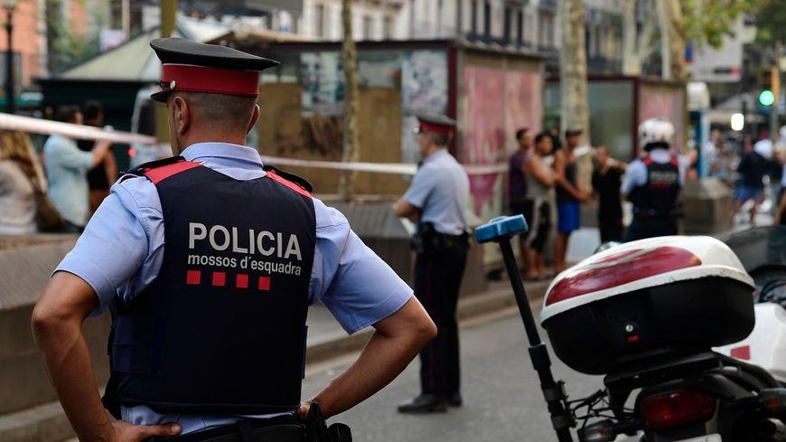 Les policiers espagnols sur les Ramblas, au lendemain de l'attentat de Barcelone en août dernier.