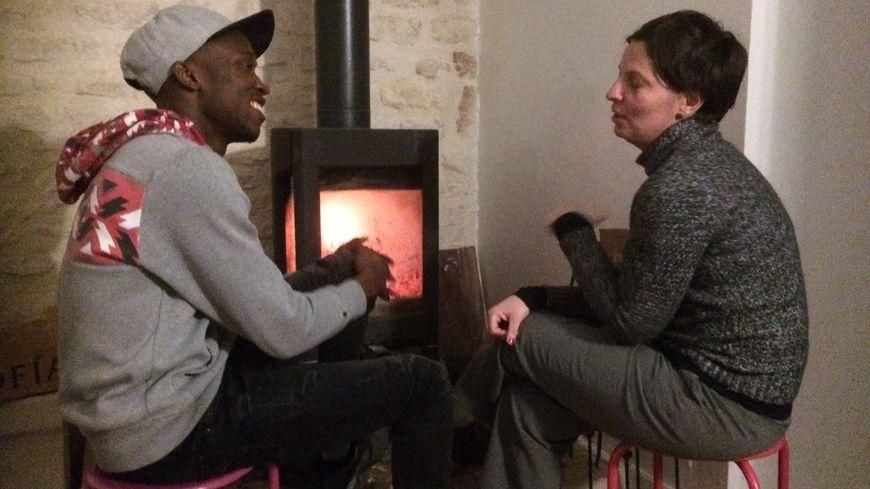 Dorine accueille depuis un an Ibrahima et partage son quotidien avec ce jeune guinéen