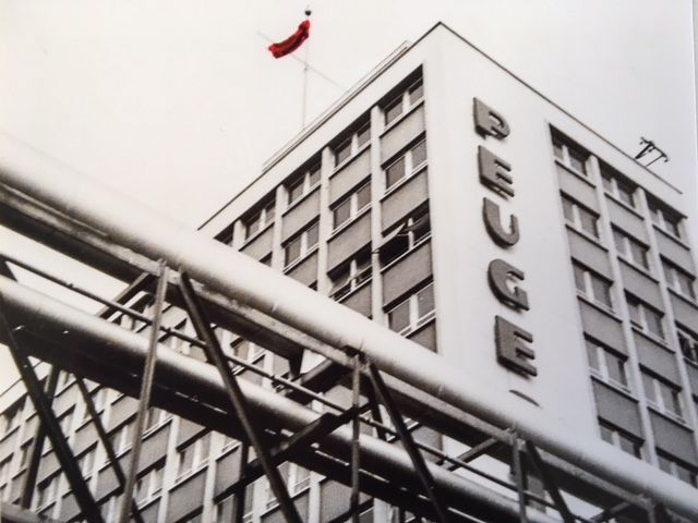 Le drapeau rouge a flotté sur l'usine durant la grève - Aucun(e)
