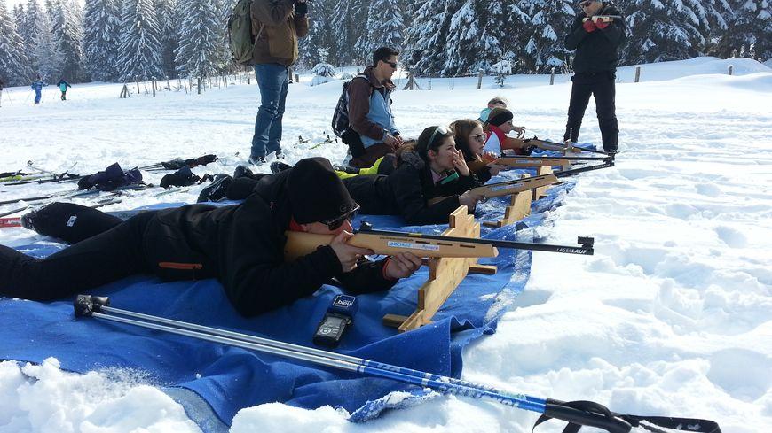Les participants sont encadrés par des membres du club du Lac Blanc Ski Nordique