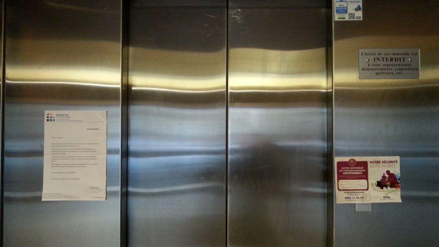 L'ascenseur de cette résidence est en panne depuis le 31 janvier