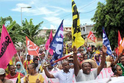 Depuis une dizaine de jours, les habitants de Mayotte manifestent contre les violences subies sur le territoire et une trop forte densité de population sans disposer des infrastructures nécessaires.