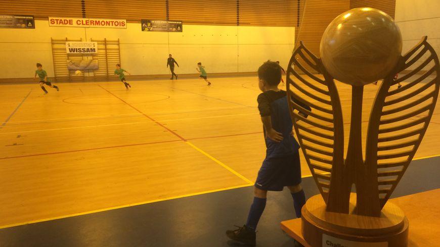 La coupe a été remise aux jeunes footballeurs de Lempdes