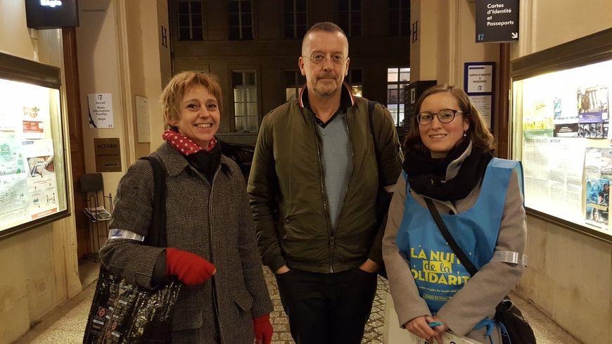 Delphine, Marc et Claire (de gauche à droite) ont sillonné le sixième secteur du 7e arrondissement de Paris pour la Nuit de la solidarité.