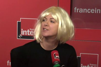 """Salut les Bolchos !"" : quand Nadine Morano, alias Charline Vanhoenacker, s'incruste en studio"