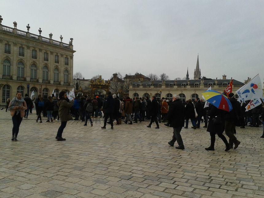 Un petit défilé au départ de la place Stanislas.
