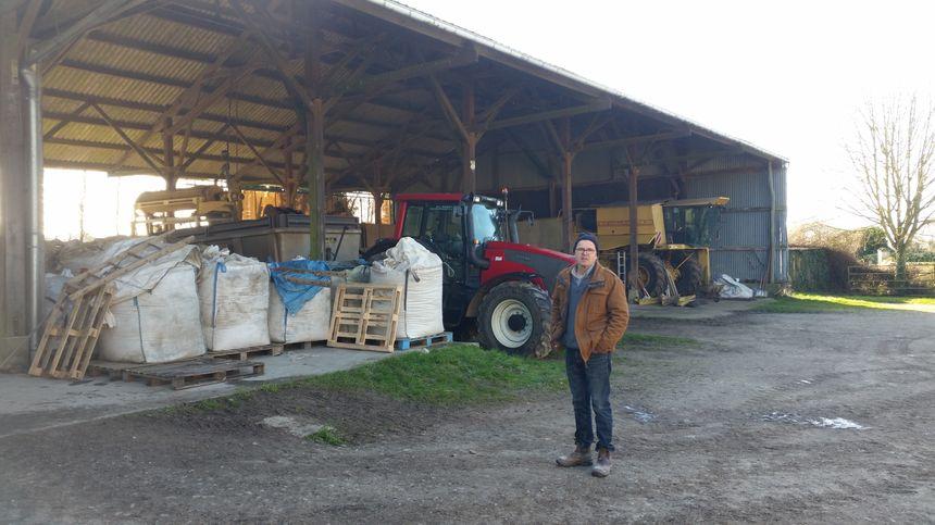Thierry Chable devant son hangar à Louvigny