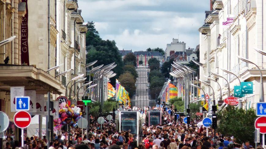 Le tramway est un des éléments qui contribue au dynamisme commercial du centre-ville de Tours.