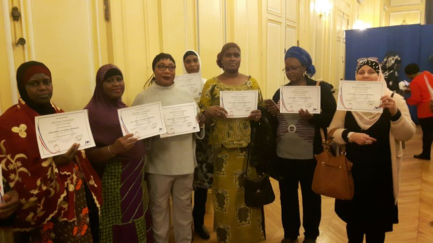 """Les mères de famille ont reçu un """"diplôme de citoyenneté"""" en mairie d'Aulnay"""
