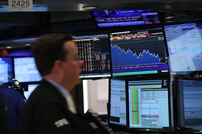 Un trader à la Bourse de New-York, le jeudi 8 février, après une chute du Dow Jones