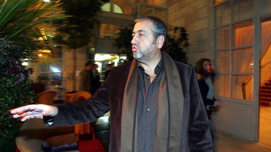 L'homme d'affaires Michel Ohayon devant le Grand Hôtel de Bordeaux.