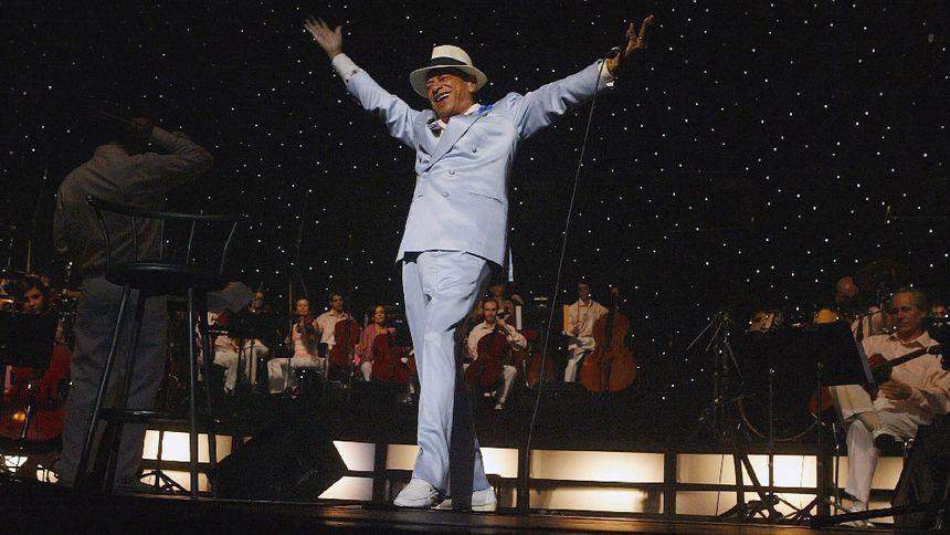 Henri Salvador en 2004 au Palais des Congrès de Paris, le 6 février.