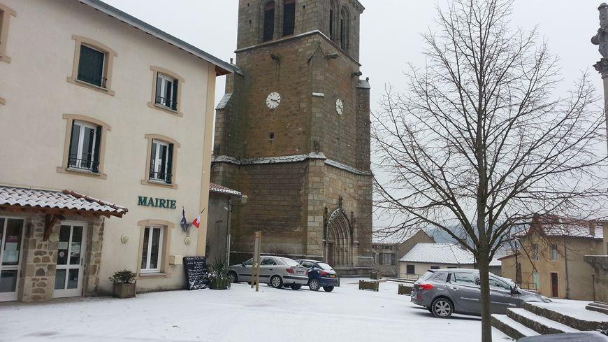 Le village de Saint-Just-en-Bas cherche habitants désespérement