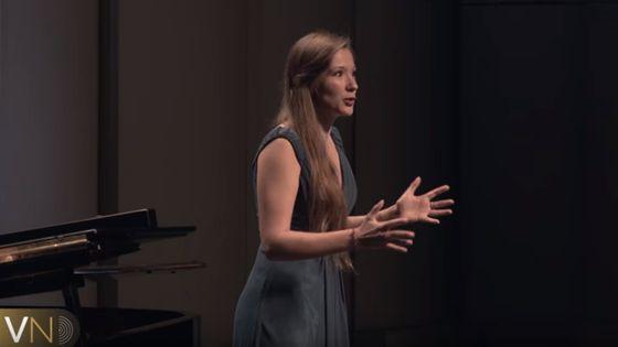 Hélène Carpentier a notamment interprété l'Air des bijoux, extrait de Faust de Gounod, lors du Concours Voix Nouvelles