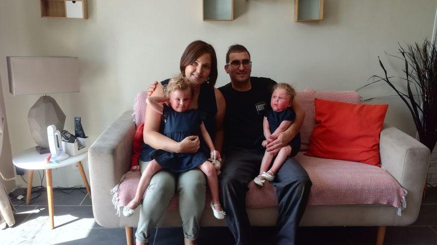 Charlène, Bruno et leurs deux filles, Elyna et Adelia