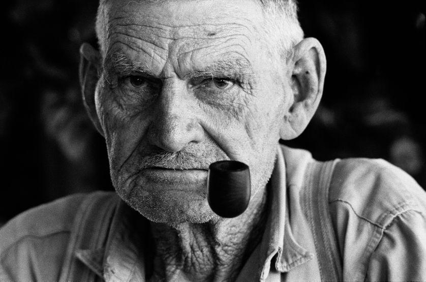 Oom At Geel, Nietverdiend, Marico Bushveld, province du Nord-Ouest, décembre 1964 Épreuve gelatino-argentique, 33 x 48,5 cm Courtesy David Goldblatt et Goodman Gallery Johannesburg et Cape Town
