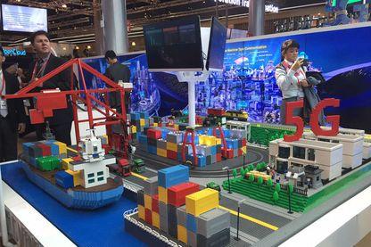 Reconstitution d'un port, autonome grâce à la 5G, sur le stand Huawei au Mobile World Congress à Barcelone en février 2016