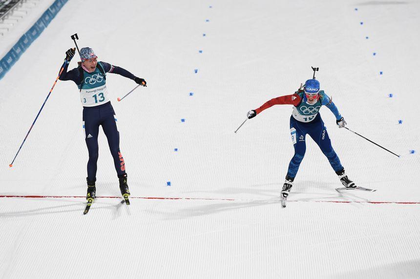 La biathlète jurassienne Anaïs Bescond (à droite) manque d'un rien la médaille d'Argent aux JO 2018 de PyeongChang, lors du sprint pour les 2e et 3e places de la Poursuite féminine (12 février)