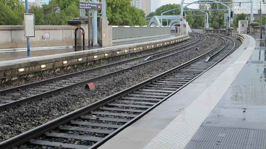 La circulation du RER C a été interrompue pendant 17 jours dans Paris à cause de la crue de la Seine