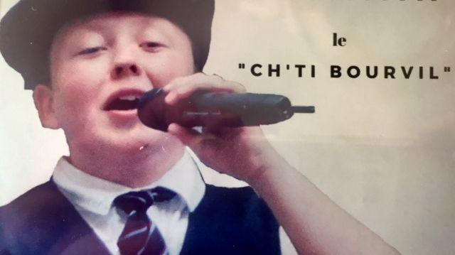 ça fait près de 8 ans que Benjamin se produit sur scène en imitant Bourvil!