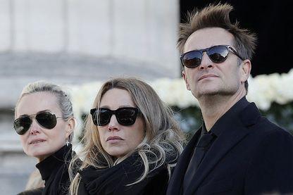 Laeticia Hallyday, Laura Smet et David Hallyday le jour des funérailles de Johnny Hallyday. Quelques semaines plus tard, David et Laura contestent le testament de leur père, qui lègue l'intégralité de ses biens à sa seule épouse.