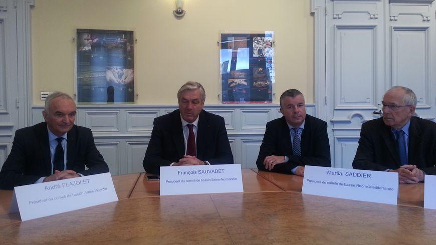 De gauche à droite : André Flajolet, président du comité de bassin Artois-Picardie, François Sauvadet (Seine-Normandie), Martial Saddier (Rhône-Méditerranée) et Claude Gaillard (Rhin-Meuse)