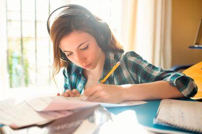 Apprendre ses cours en musique pour mieux les retenir