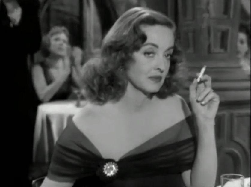 """Bette Davis dans le rôle de Margo Channing dans """"Eve"""", film réalisé par  Joseph L. Mankiewicz"""