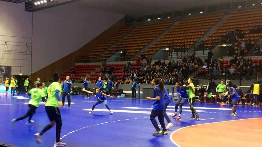 Handball L Equipe De France Feminine S Entraine En Public A Bayonne