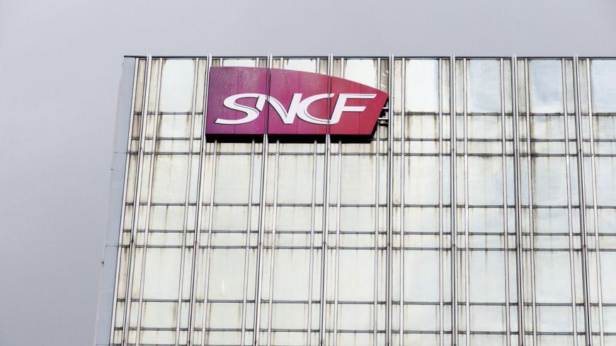 """L'intersyndicale appelle à une grève """"intense et longue"""" contre la réforme de la SNCF."""