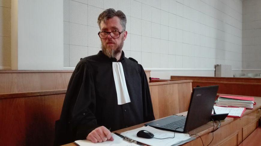 Maître Ludovic Baron, avocat au barreau de Lille, défend le jeune homme de 24 ans accusé de violences ayant entraîné la mort