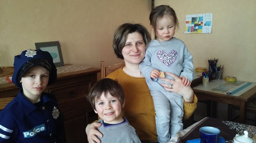 Stéphanie Elchinger à Pontpierre, entourée de ses 3 enfants