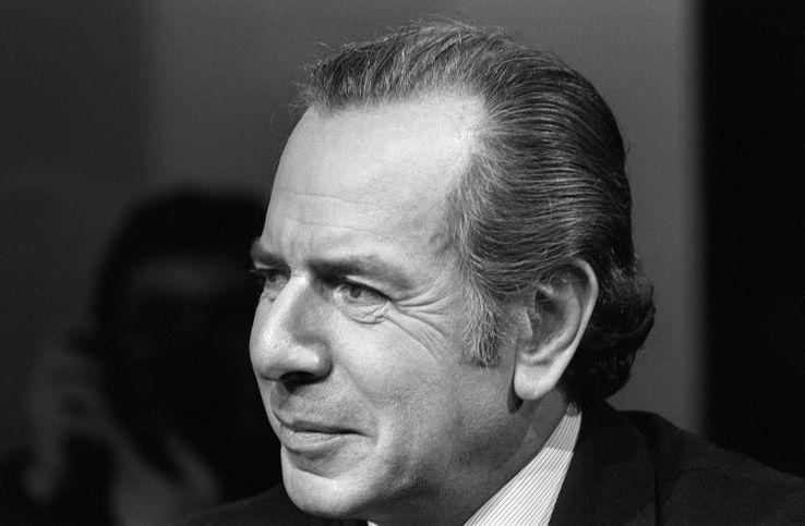 """Jean Daniel le 27 octobre 1977 sur le plateau de l'émission de télévision """"L'événement""""."""
