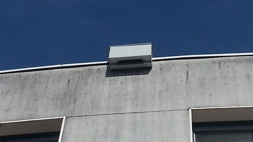 Un nichoir à chauves-souris a été installé dès l'été dernier sur le bâtiment de la médiathèque de Bourges.