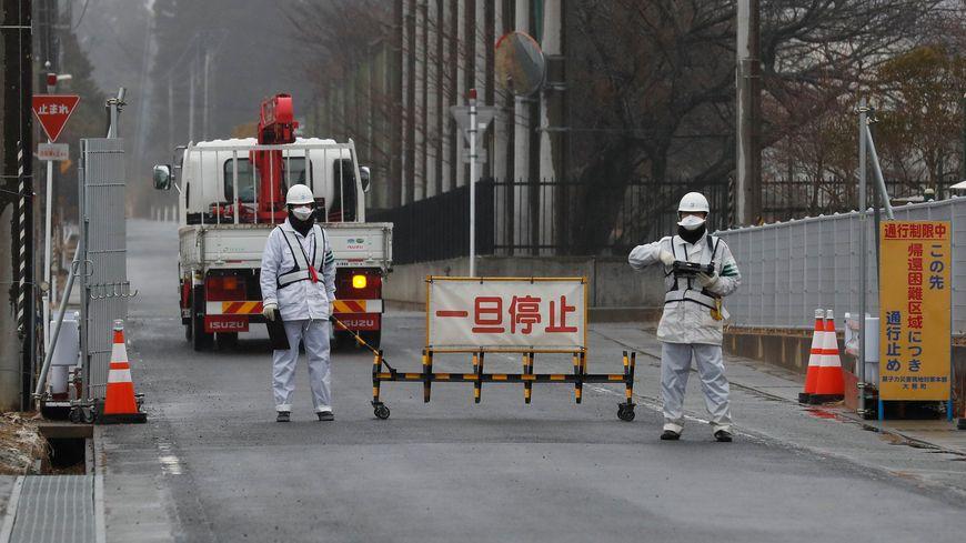 Poste de contrôle à Okuma, devenue une ville fantôme après la catastrophe qui a ravagé la centrale japonaise de Fukushima
