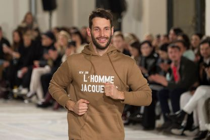 """A la Fashion Week, les créateurs courent sur le """"cat walk"""" : ici Simon Porte Jacquemus de la maison Jacquemus"""