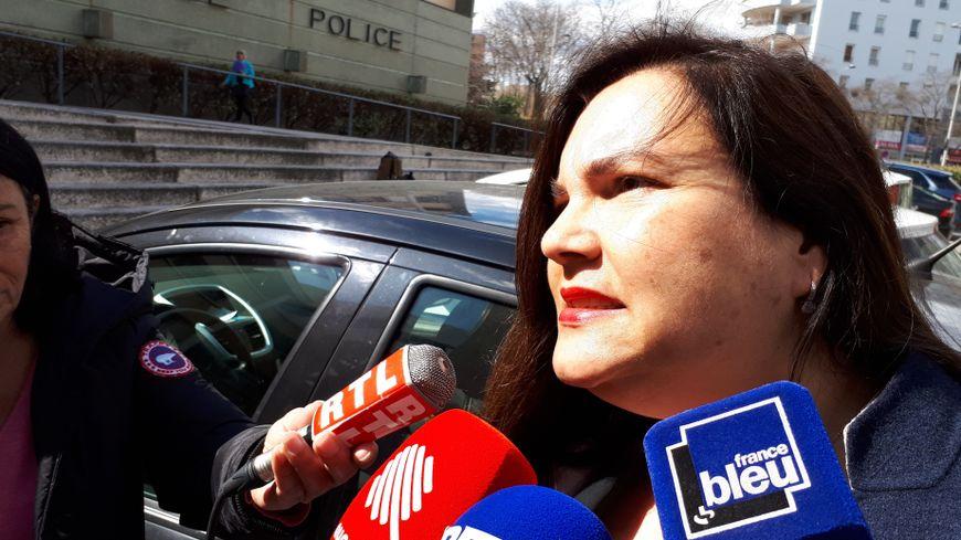 Me Iris Christol, l'avocate de l'ancien doyen de la fac de droit de Montpellier, devant l'hôtel de police de Montpellier