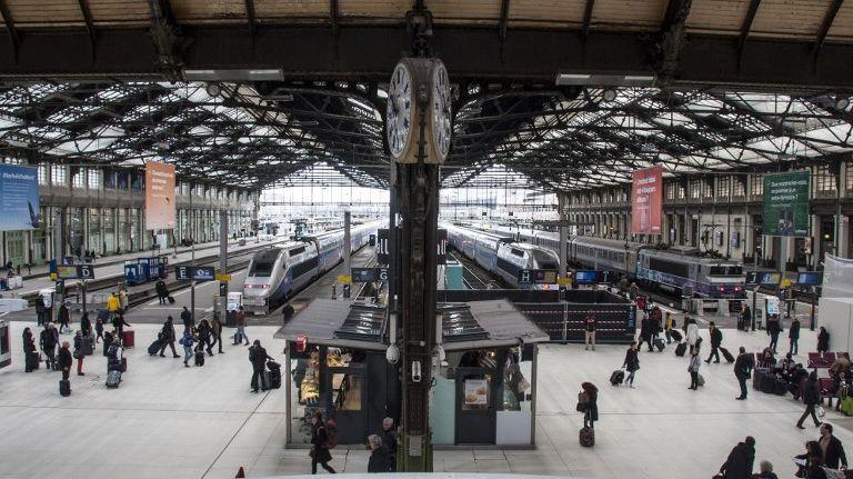 """Les syndicats de la SNCF s'apprêtent à lancer leur """"bras de fer"""" au sujet de la réforme du gouvernement."""
