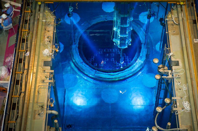 Cœur du réacteur nucléaire déconnecté de l'Unité 1, contenant l'uranium combustible au fond de la piscine, à la centrale nucléaire de Civaux, dans la Vienne, le 25 avril 2016, lors d'une visite de contrôle